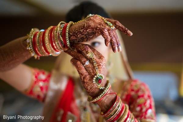getting ready,indian bride getting ready,panja,panjas,hath phool,ring bracelets,hath panja,hath panjas