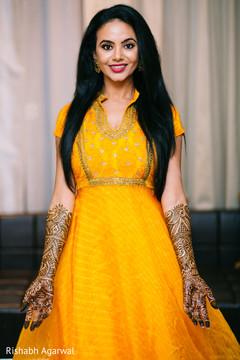 mehndi night portraits,mehndi party portraits,pre-wedding portraits,mehndi night,mehndi party,pre-wedding fashion,pre-wedding hair and makeup,mehndi,indian bride