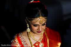 indian bride getting ready,indian bridal jewelry,matha patti,tikka
