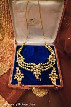 gold jewelry,jewelry set,indian bridal jewelry,south asian bridal jewelry,indian wedding earrings,indian bridal earrings,earrings,indian wedding jewelry,necklace,jewelry