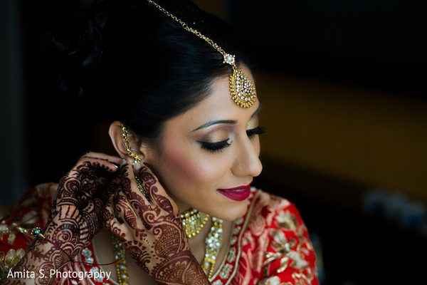 getting ready,indian bride getting ready,makeup,tikka