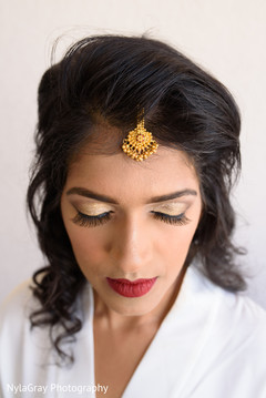 Getting Ready,indian Bride Getting Ready,indian Bride Makeup,indian Wedding  Makeup,
