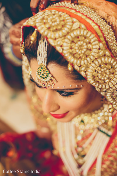 getting ready,indian bride getting ready,tikka,bridal tikka,wedding tikka