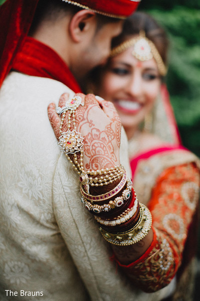 first look portraits,first look,indian wedding,panjas,hath phool,ring bracelets,hath panja,jewelry