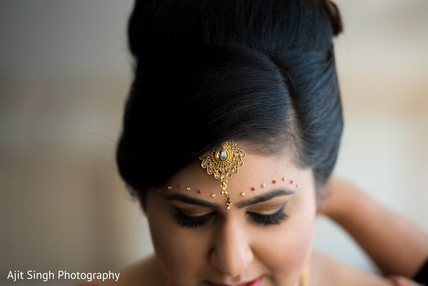 getting ready,indian bride getting ready,indian bride makeup,indian wedding makeup,indian bridal makeup,indian makeup,makeup,hair and makeup,hair
