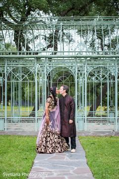 bengali wedding portraits,couple kiss