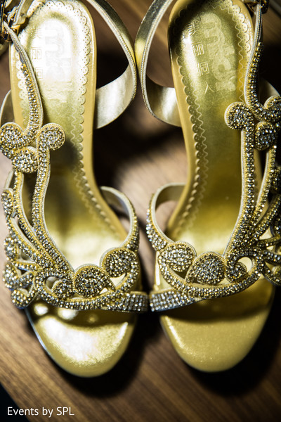 getting ready,bridal shoes,indian wedding