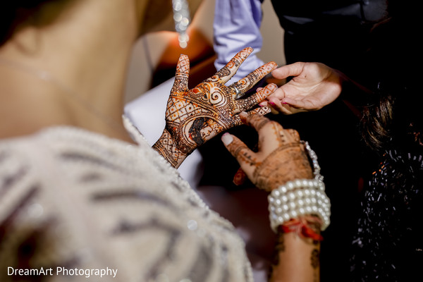 mehndi designs,mehndi party,indian bride