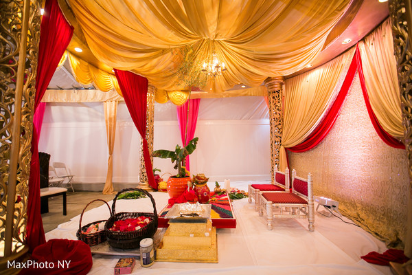 Mandap for Indian wedding in Richmond Hill, NY Indian Wedding by MaxPhoto NY