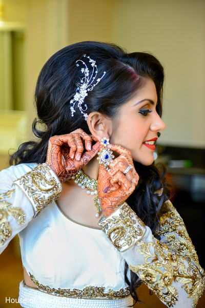 indian bride,reception fashion,indian bride jewelry,indian wedding hair and make up