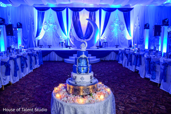 indian wedding cake,blue and white themed decoration,indian wedding reception decoration