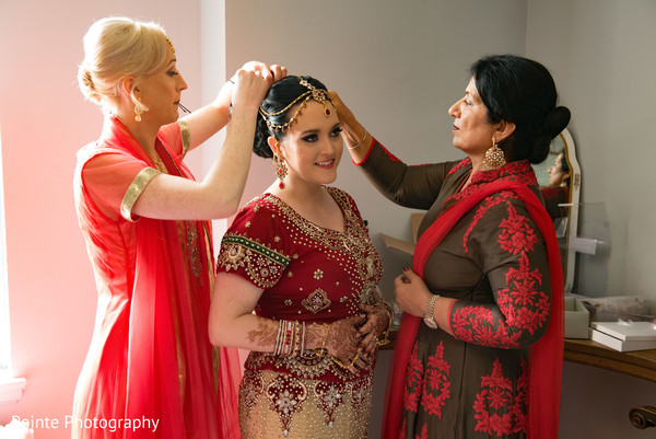 Maharani getting ready for indian wedding ceremony in Detroit, Michigan Fusion Wedding by Pointe Photography