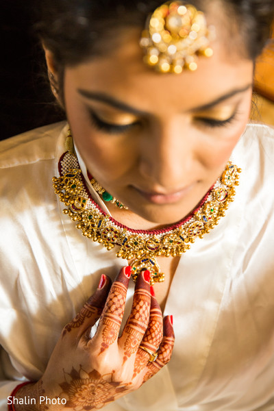 indian bride getting ready,indian bridal make up,indian bride,bridal jewelry