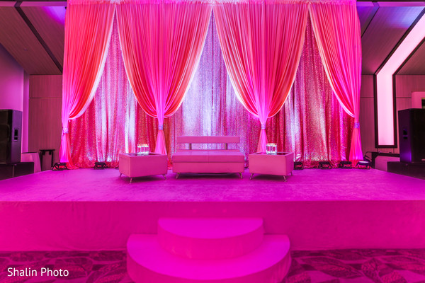 pink stage,indian wedding reception,indian wedding reception d?cor