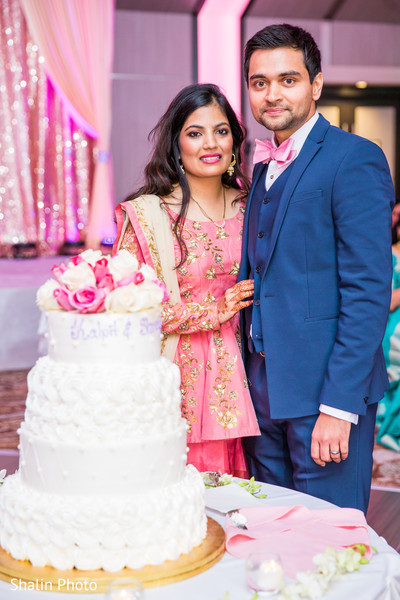 indian wedding cake design,indian wedding cake,indian bride and groom,indian wedding reception photography