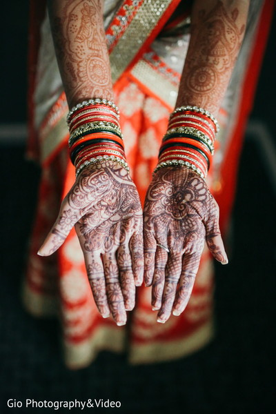 indian bride,mehndi artist,henna,indian bridal mehndi