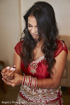 bride bangles,indian bride,indian bride getting ready
