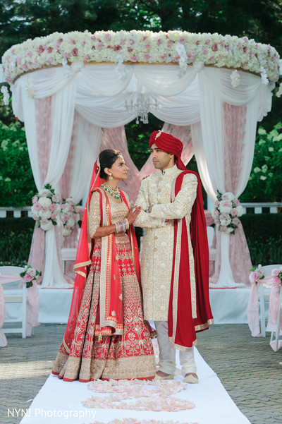 indian wedding,indian wedding portraits,south asian wedding portraits,mandap portrait,couple at mandap portrait,south asian wedding couple mandap portrait,indian couple mandap portrait