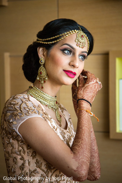 indian bride hair and make-up,indian bride getting ready,indian bride accesories