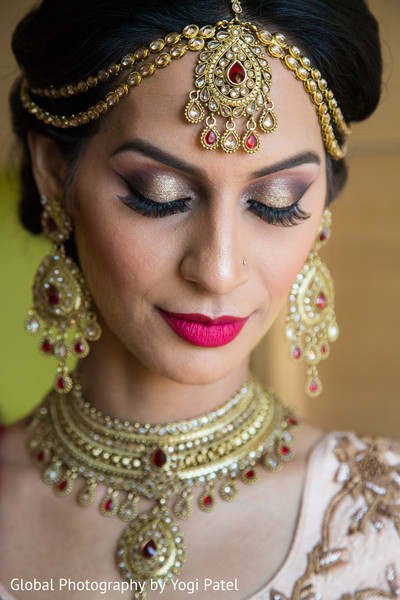 indian bride,indian bridal make up,indian bride accesories