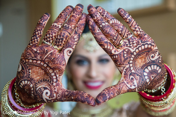 indian bride,indian bridal mehndi