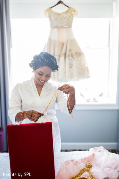 indian wedding jewelry,indian bridal jewelry,indian wedding necklace,indian bride getting ready,south asian bride getting ready