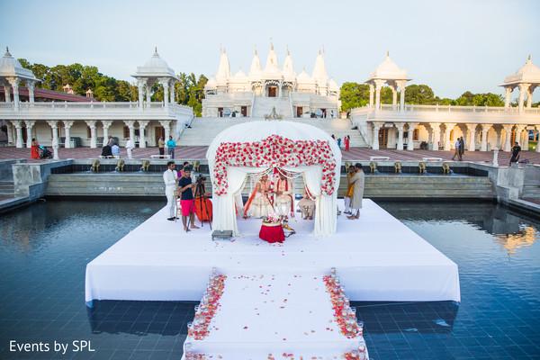 outdoor indian wedding,outdoor indian wedding decor,indian wedding ceremony