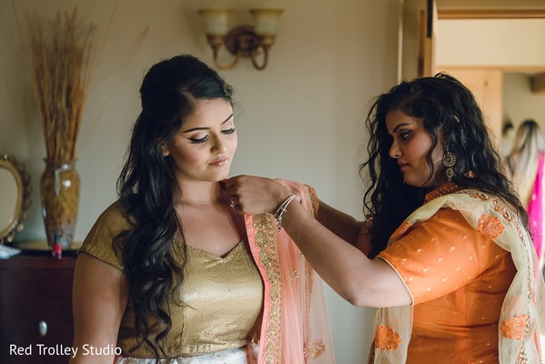 indian bride getting ready,indian bridal accessories,indian bridal fashions