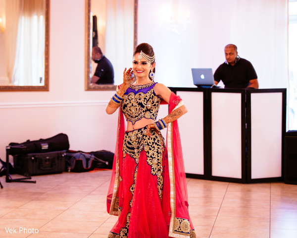 indian bride performing at reception,indian bride,indian bridal,indian bride fashions,indian bride style