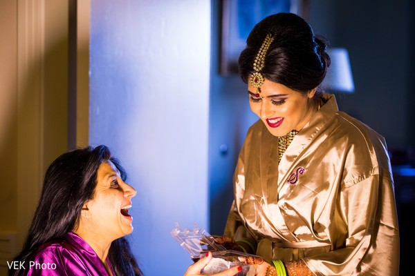 indian bride getting ready,indian bridal make up