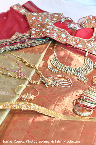 gold indian wedding jewelry,jewelry set,indian bridal jewelry,south asian bridal jewelry,indian wedding bangles,indian bridal bangles,indian church wedding,bridal churi,indian wedding jewelry,south indian trousseau