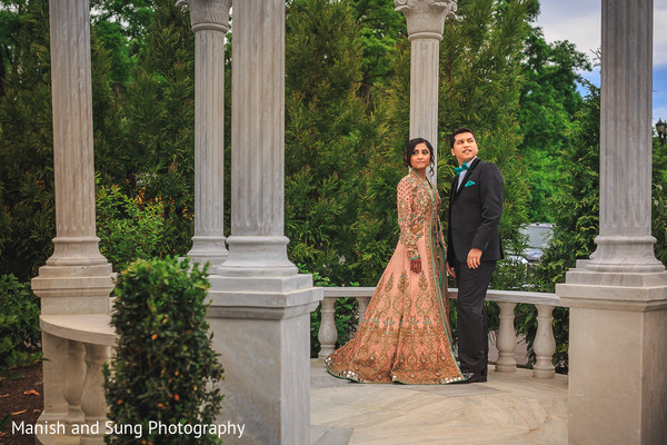 indian wedding reception,indian wedding portraits,indian wedding portrait,south asian wedding reception portraits,indian bride,indian bride and groom reception day portrait,fusion reception portrait,indian bride and groom at fusion wedding reception