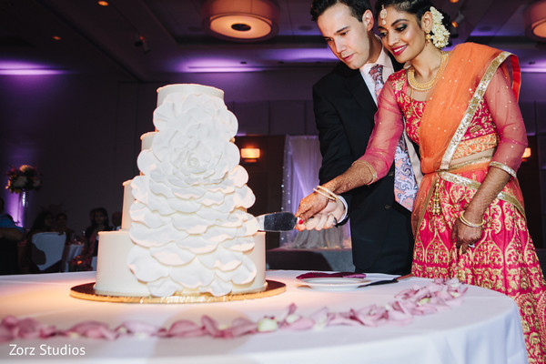 cutting the cake,indian wedding cakes