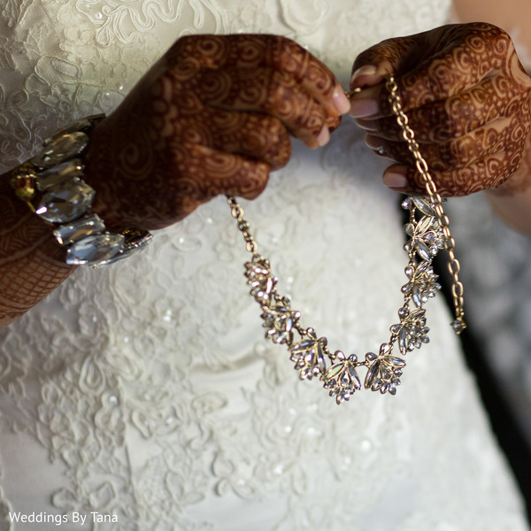 Mesmerizing indian bride necklace.