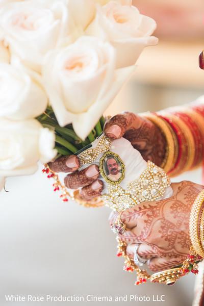 flower bouquets,indian bridal bouquet