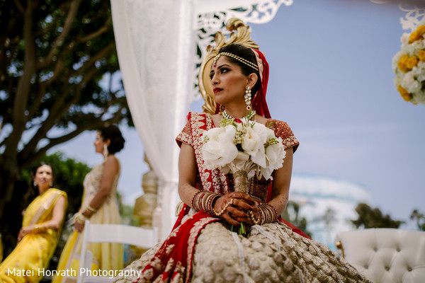 indian bride,indian wedding ceremony,indian bridal bouquet