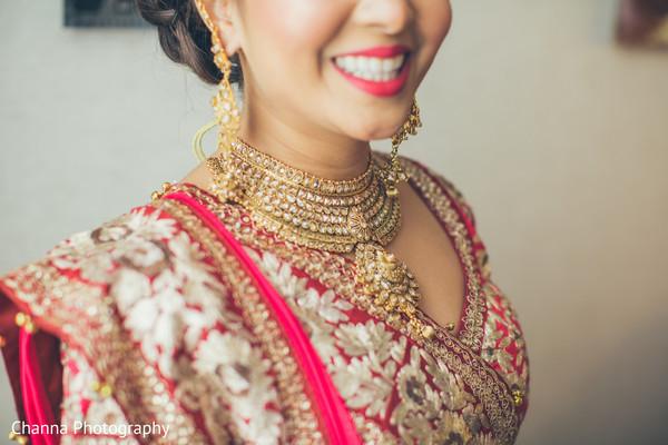 Bridal gold necklace chocker.