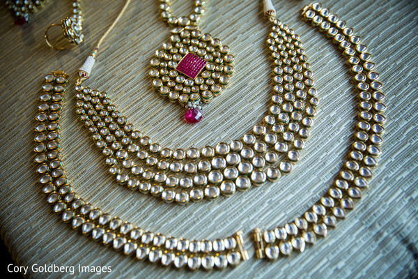 Bridal kundan necklace.