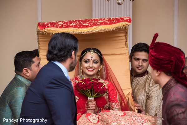 indian palanquin,indian wedding photography