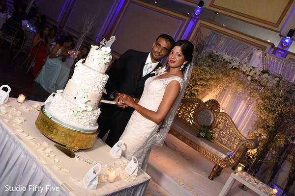 indian bride,indian wedding cakes