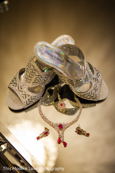 indian wedding shoes,indian bridal jewelry,bride jewelry set photography