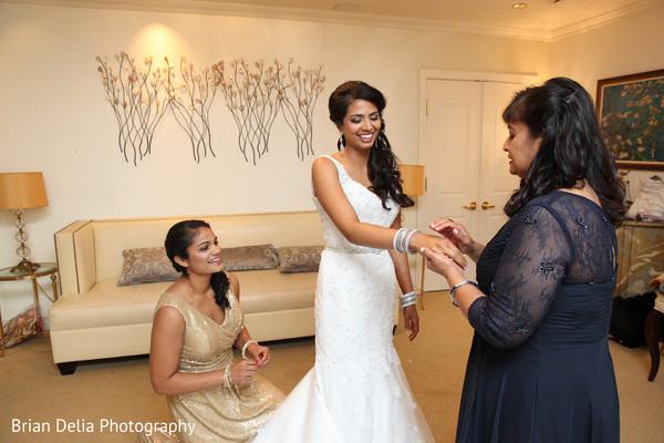 bride bangles,indian bride reception fashion,indian wedding gallery