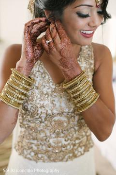 bride bangles,bridal tikka,indian wedding mehndi