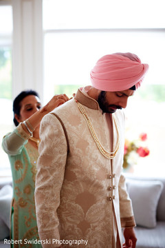 indian groom getting ready,indian wedding outfits
