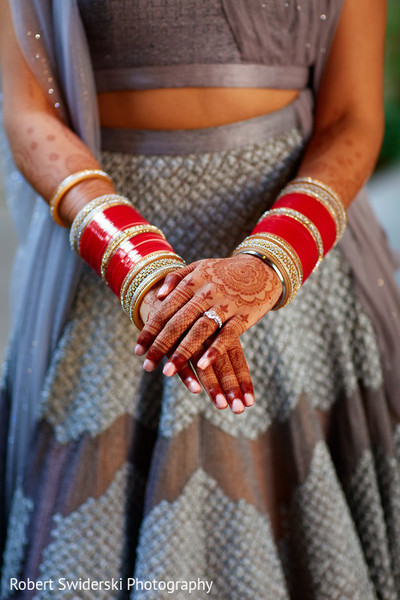 indian bridal bangles,indian bridal mehndi