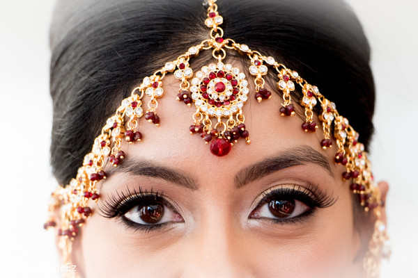 bridal tikka,indian bride makeup,indian bride getting ready