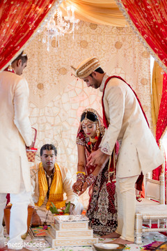 indian wedding ceremony,indian wedding photography,bride bangles