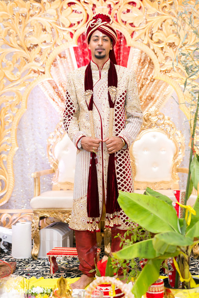 indian groom sherwani,red dupatta