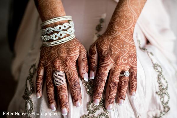 indian wedding rings,indian bridal mehndi,indian bride reception fashion
