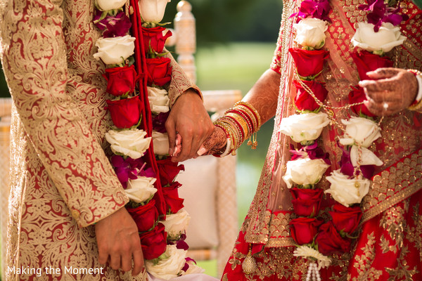 indian wedding couple,indian bridal bangles,jaimala